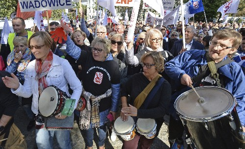 Teachers, others demand wage hikes at protest in Poland