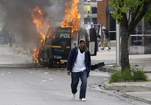 Violence Erupts in Baltimore: In Pictures