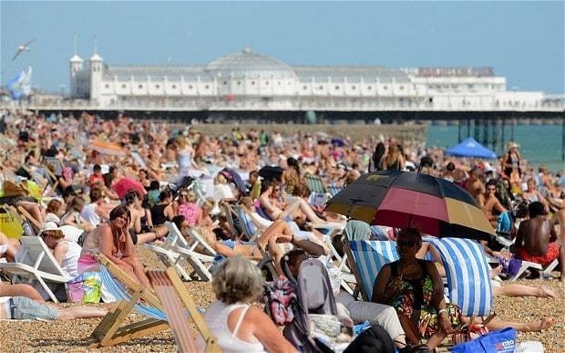 Heatwave health warning as Britons told to stay indoors
