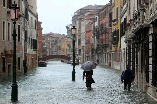Venice hotel bookings at low ebb after post-flood cancellations