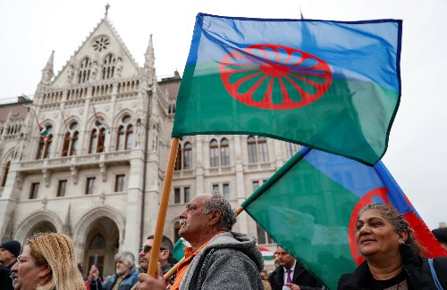 Hungarians march to protest PM Orban's anti-Roma campaign