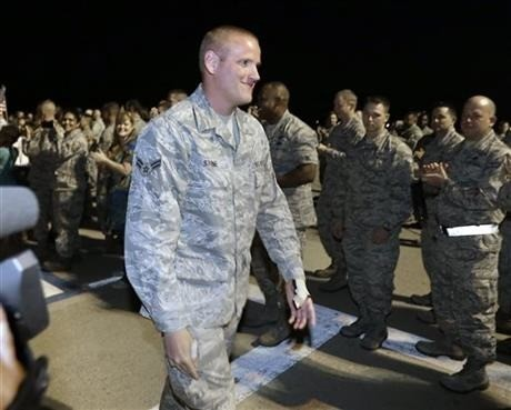 Airman who helped stop train attack set returns to US