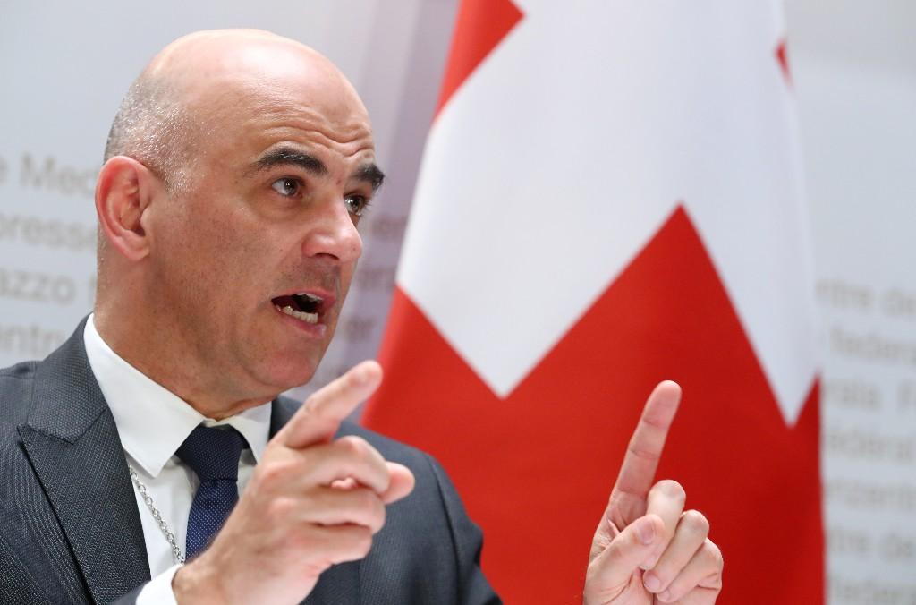 Schweizer Regierung kündigt langandauernde Corona-Maßnahmen an