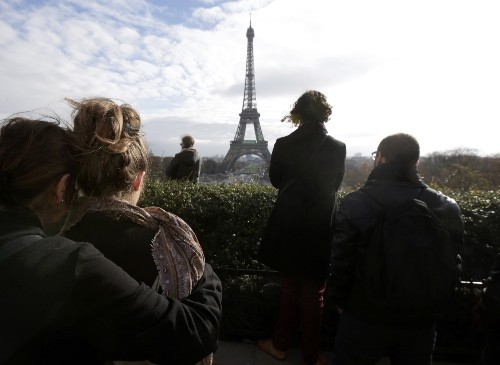 Minute of Silence Pays Tribute to Paris Victims: Pictures