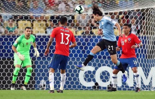 Cavani pounces against Chile to give Uruguay top spot