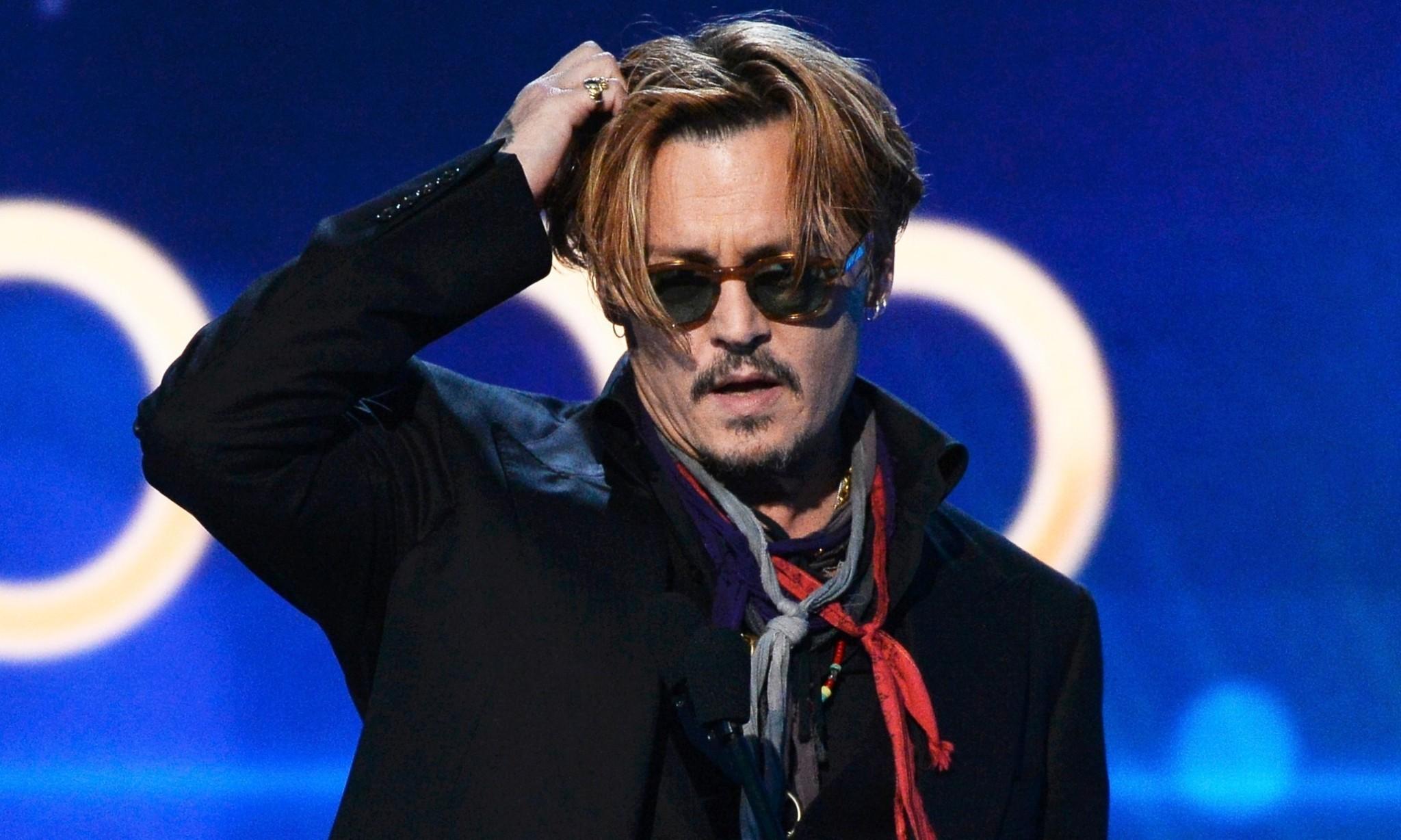 Apparently drunk Johnny Depp cut off at Hollywood Film Awards ceremony