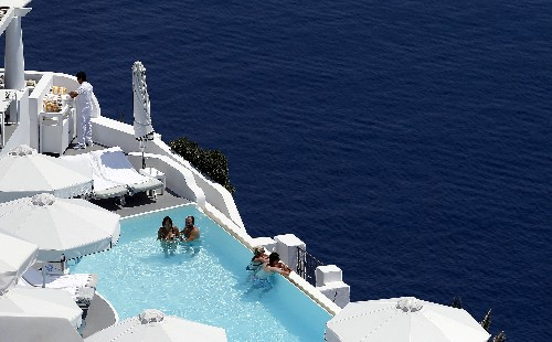 Greece gives green light to three tourism investment schemes