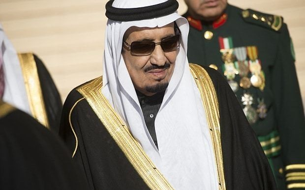 Saudi king brings 1,000-person entourage on French holiday