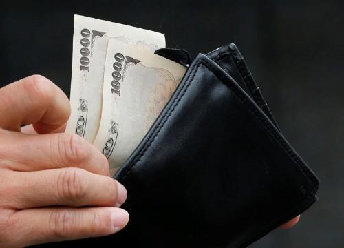 Базовая инфляция в Японии вблизи 2-летнего минимума, усиливая давление на ЦБ