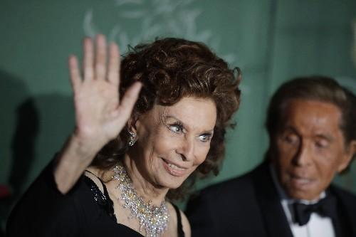 Sofia Loren, Valentino receive standing ovation in Milan