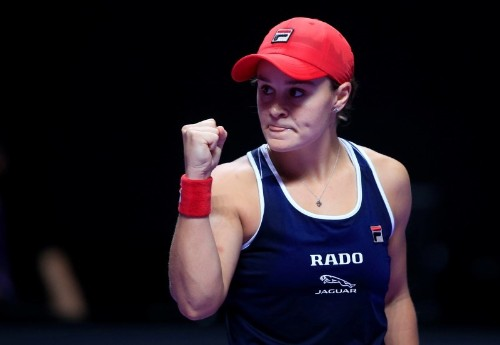 Barty eyes home party as Serena continues chase