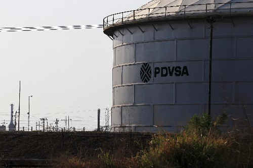 Venezuela's PDVSA trading chief leaves as exports fall, fuel shortages grow