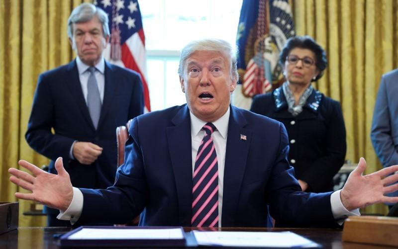 Trump pressiona com resposta militar e EUA esperam mais protestos