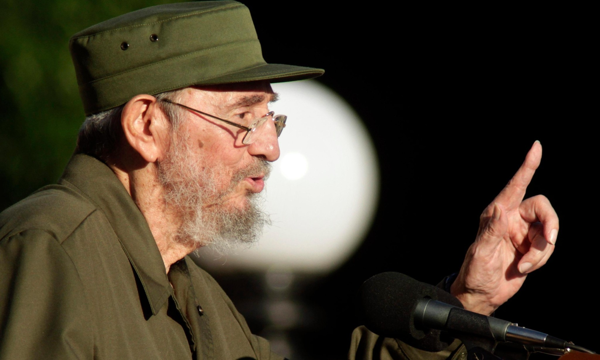 Trump and Obama offer divergent responses to death of Fidel Castro