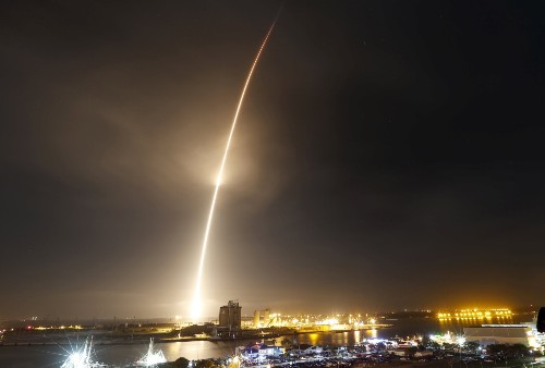 SpaceX Launches and Lands Falcon 9 Rocket: Pictures
