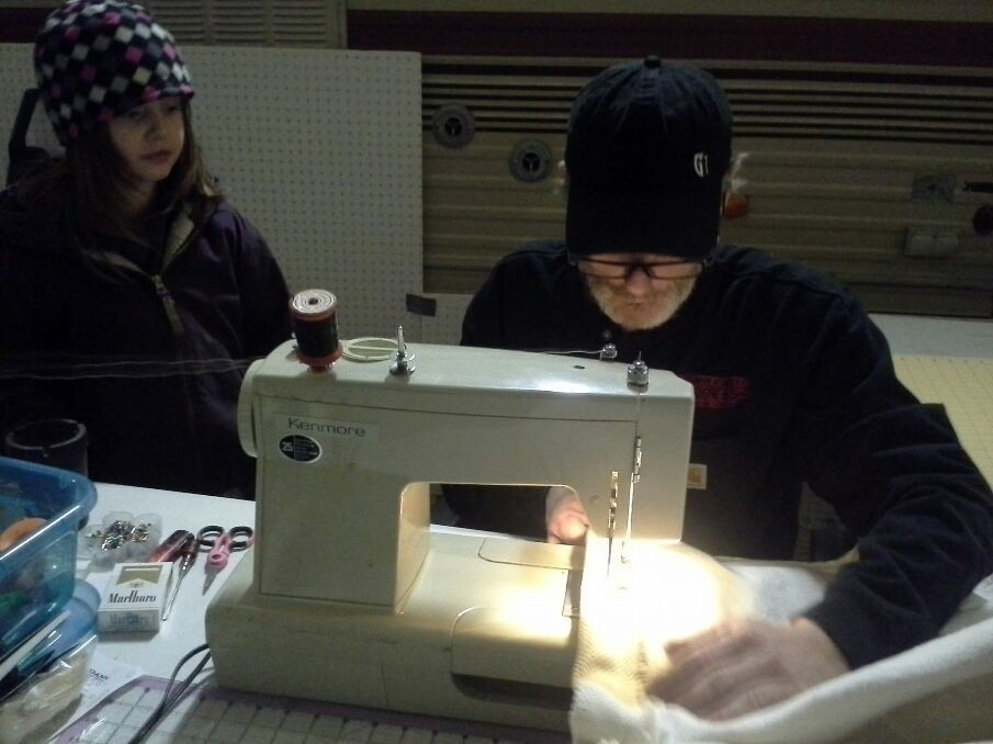 Frankie teaching Haylie how sew =)