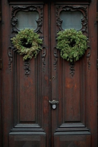Curb Appeal: 10 Festive Front Doors for the Holidays