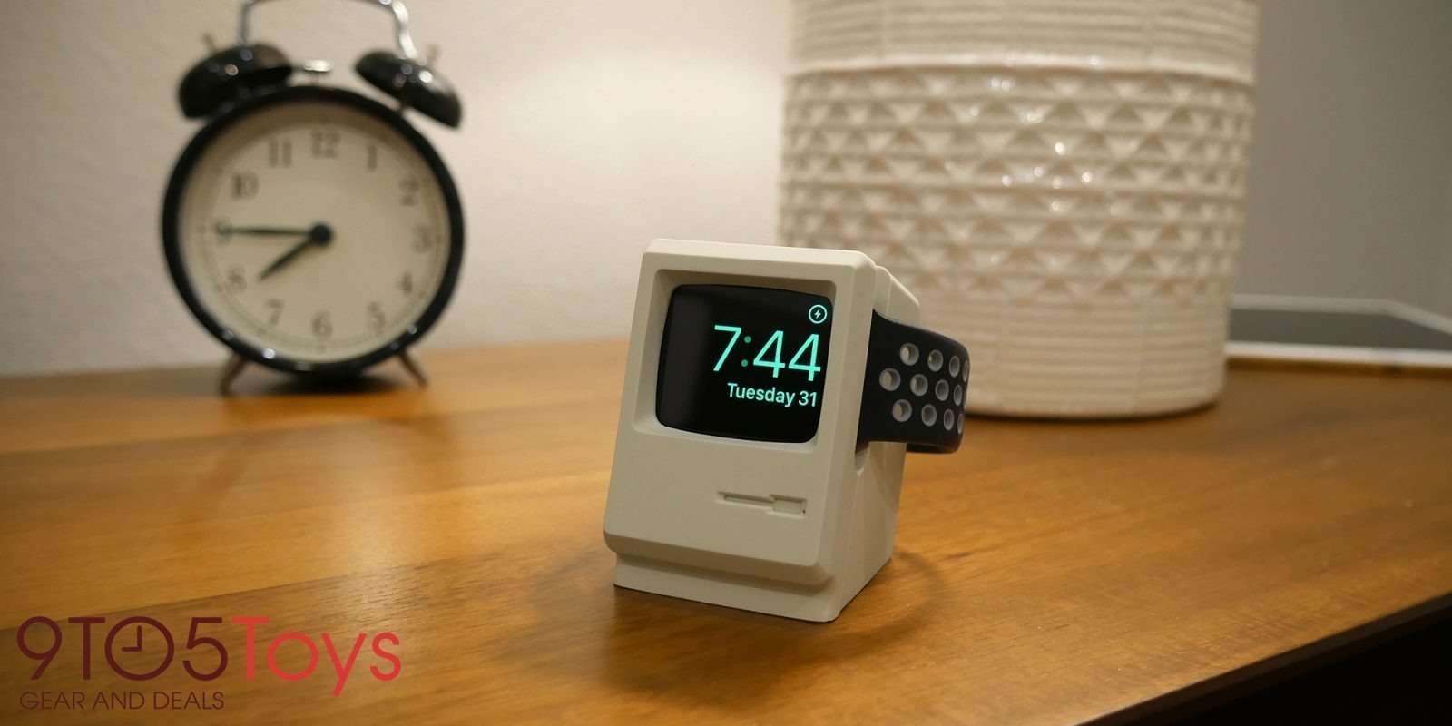 Hands-on with Elago's $15 Macintosh-inspired W3 Apple Watch Stand [Video]
