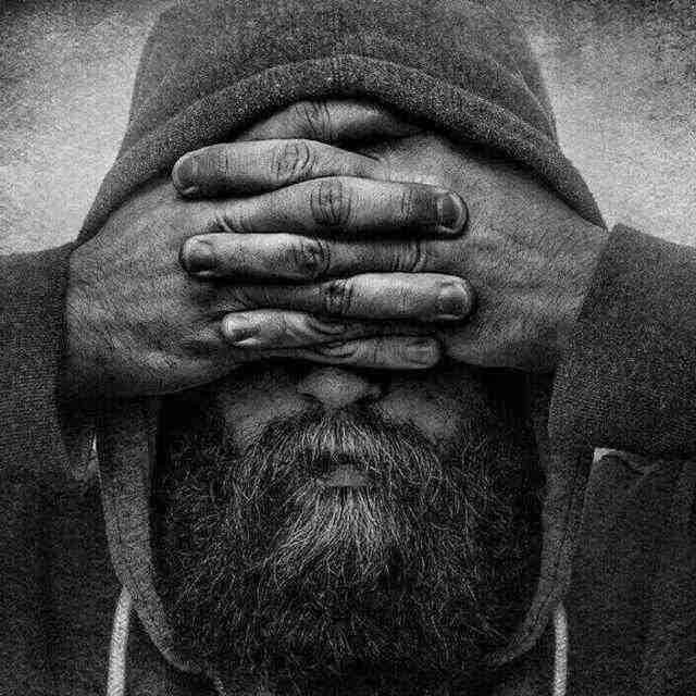 أعتب والمحب من حقه العتاب اعتب ياگلب واشكي لحبيبك ماعندك بخت ضلموك الاحباب مثل شامه على خد اسمر نصيبك ولك ياگلبي بطل واقفل الباب منو يداويك اذا خانك طبيبك الجرح ينشد اذا جرحوك الاغراب بس شلون اذا جرحك من حبيبكِ