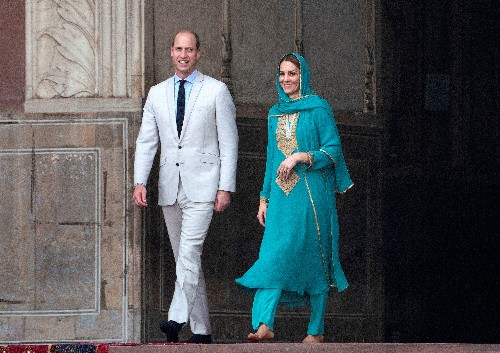 Plane carrying UK's William and Kate aborts Pakistan landing twice, couple 'fine'