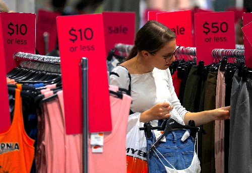 Australian economy to limp along as consumers struggle: Reuters poll