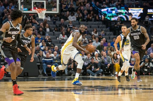 Warriors ride 17-2 flurry to finish off Kings