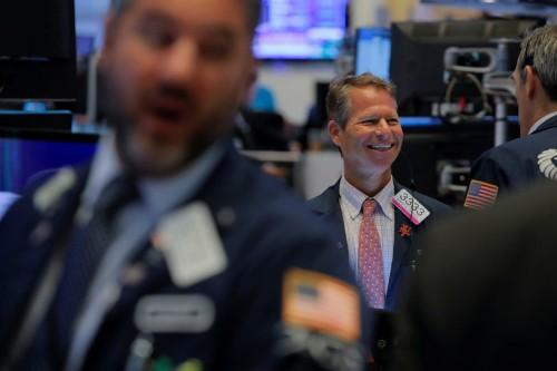 US STOCKS-Уолл-стрит растет благодаря хорошим квартальным результатам