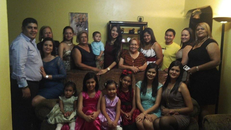 La familia con todo y Tropa el 31 de Diciembre del 2013 en Olanchito Yoro