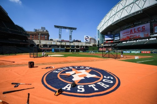 Astros executive 'deeply sorry' for inappropriate language