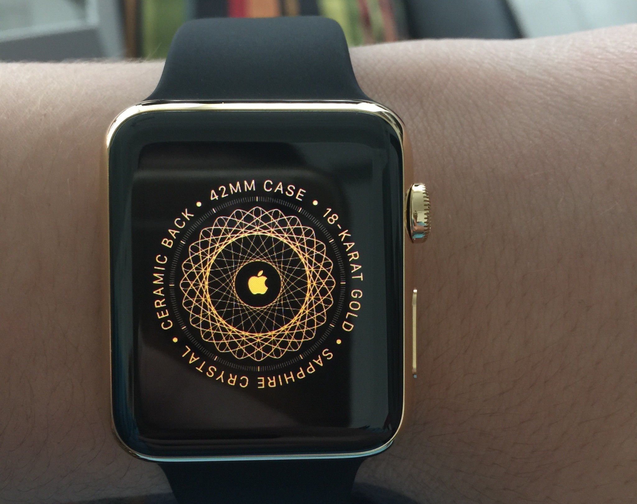 Gold Apple Watch Editions arrive for regular customers with new box, gold pairing screen