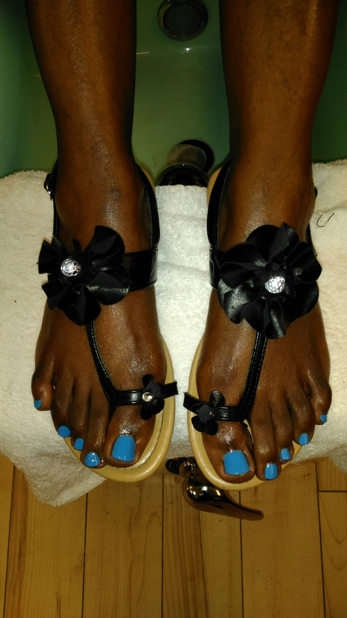 Thank u so much Ms. Anita for getting your #toes done with #ThaPolishQueen today! #ComeSeeMe #PrettyGurlsFeet #CleanBlackMasterNailTech #IDoNotRush #ITakeMyTime #UrMoneyWillBeWellSpent #UrToesMustBePerfectBeforeYouLeave #ComeExperienceMyHomemadeScrub #SpaologyNailSpa #ISupportBlackOwnedBusinesses Spaology Nail Spa & More 3000 Kavanaugh Blvd, Ste. C LR, AR 72205 To book your appointment email me @ PrettyGurlsFeet@gmail.com or call me at the salon @ 501.265.0303 or to book directly and purchase your service... Go to my website @ me on IG: @ms_beautiful_feet #ImWaitingOnYou