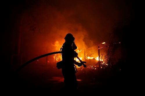 """ترامب في تغريدة: """"سوء الإدارة الفادح للغابات"""" سبب حرائق كاليفورنيا"""