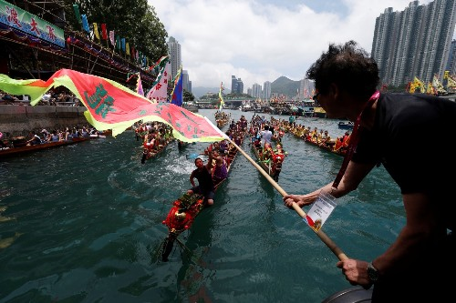Dragon Boat Racing in Hong Kong: Pictures