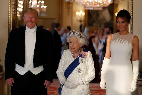 La reina Isabel II le regala a Trump un libro de Churchill sobre la Segunda Guerra Mundial