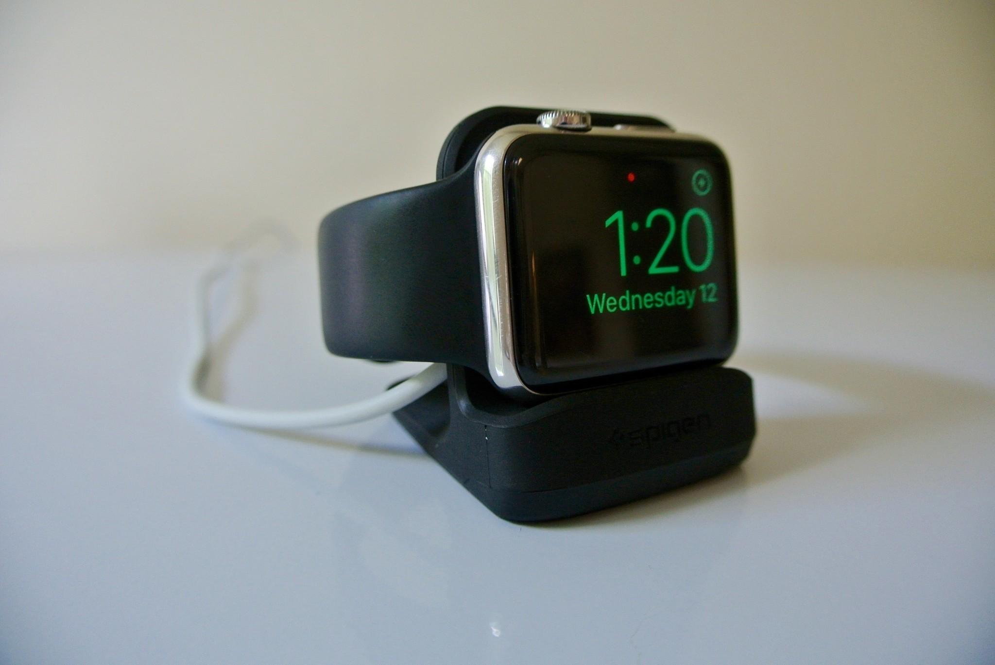Review: Spigen's Apple Watch Night Stand is easy on the wallet, plays nice with watchOS 2