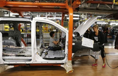 Fiat Chrysler to cut shift, 1,500 jobs at Canadian minivan plant