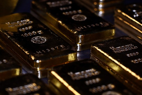 Gold prices firm on mixed signals on economy, trade