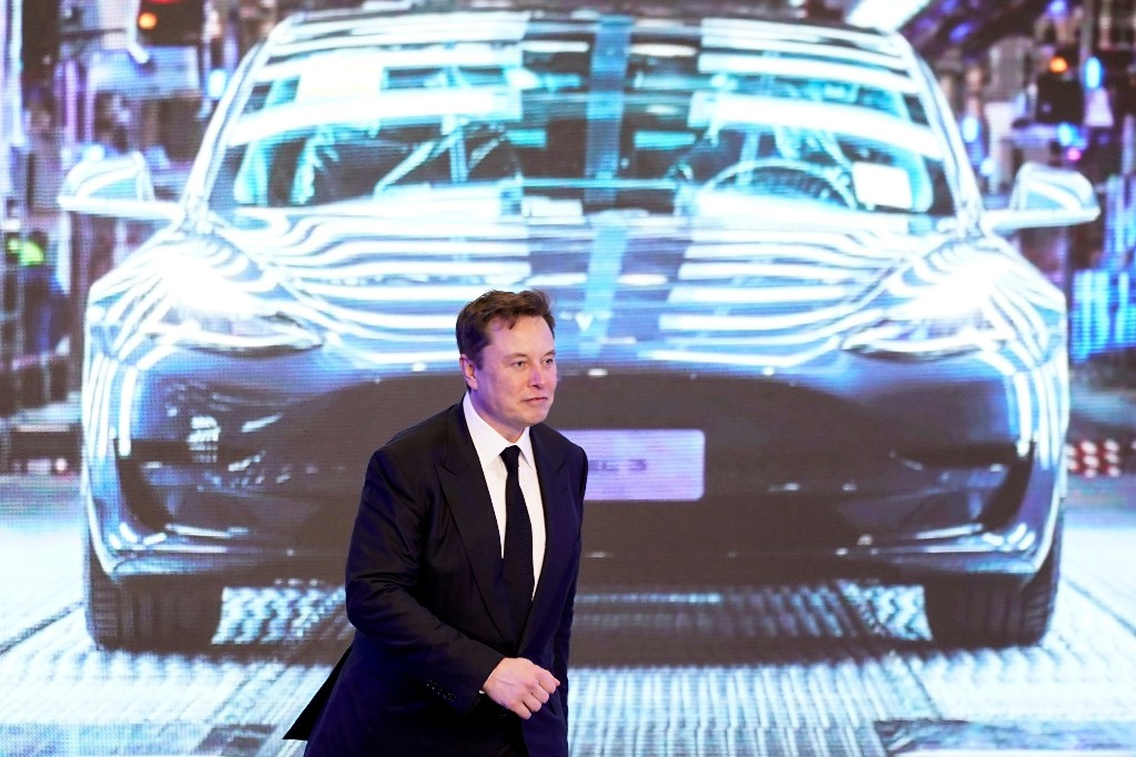 Tesla warns on challenges of scaling up production