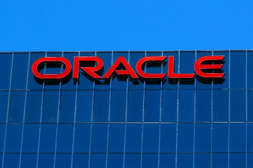 Oracle rises on strong quarterly forecast driven by licenses, cloud services