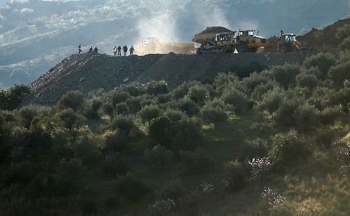Spanish rescuers to drill for boy trapped in well