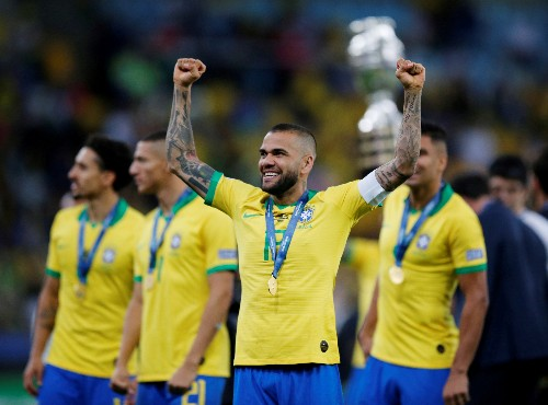 Alves joins Sao Paulo on free transfer
