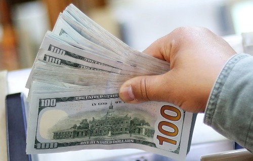 Dollar declines as markets uncertain about Powell's speech in Jackson Hole