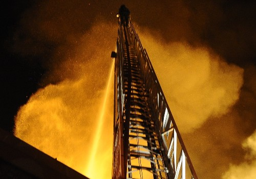 Blaze Destroys LA Building