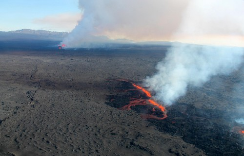Volcano dykes: what scientists are watching out for