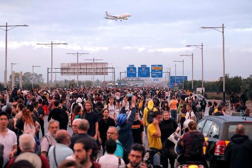 Протестующие в Каталонии попытались заблокировать аэропорт Барселоны