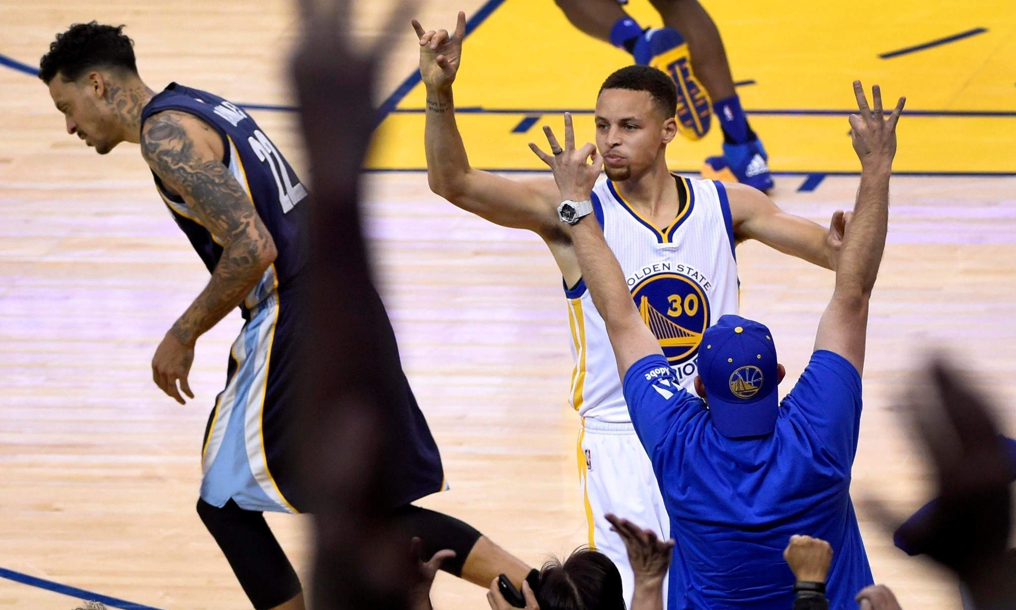Golden State Warriors storm to 73rd win to eclipse Jordan's Bulls in record book