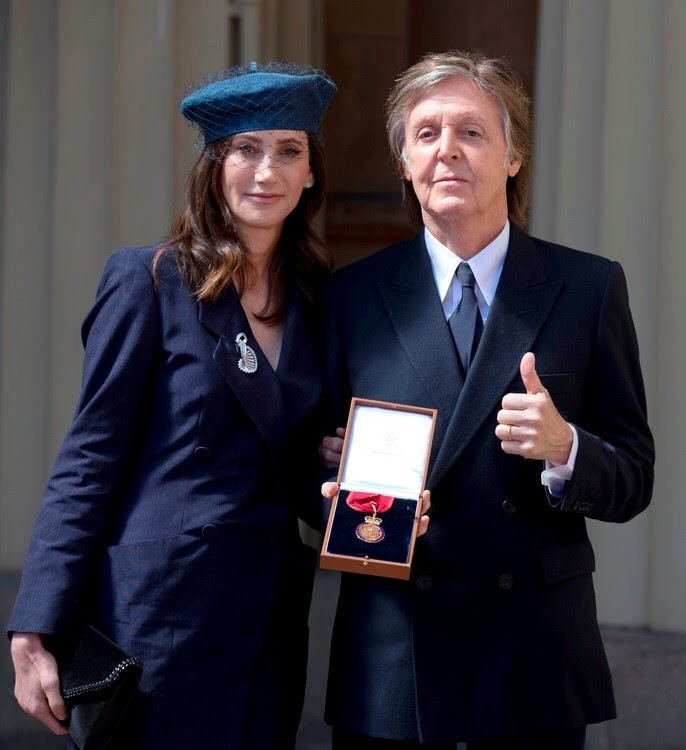 Paul McCartney posing with Nancy and the insignia