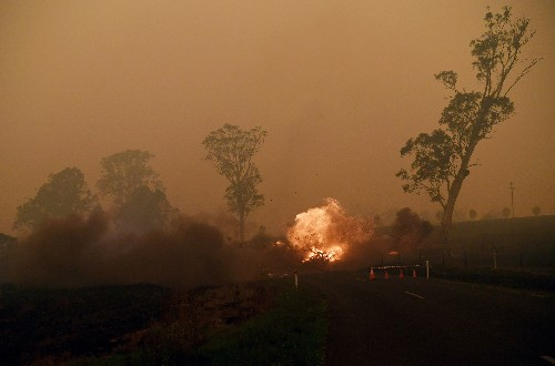 Graphic: Sizing up Australia's bushfires
