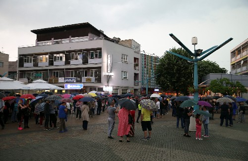 Bosnians protest against migrant influx in border town