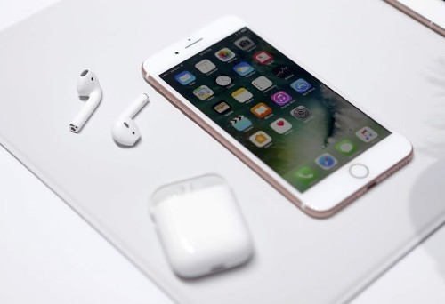 Apple sets stage for iPhone 7, many already waiting for 8